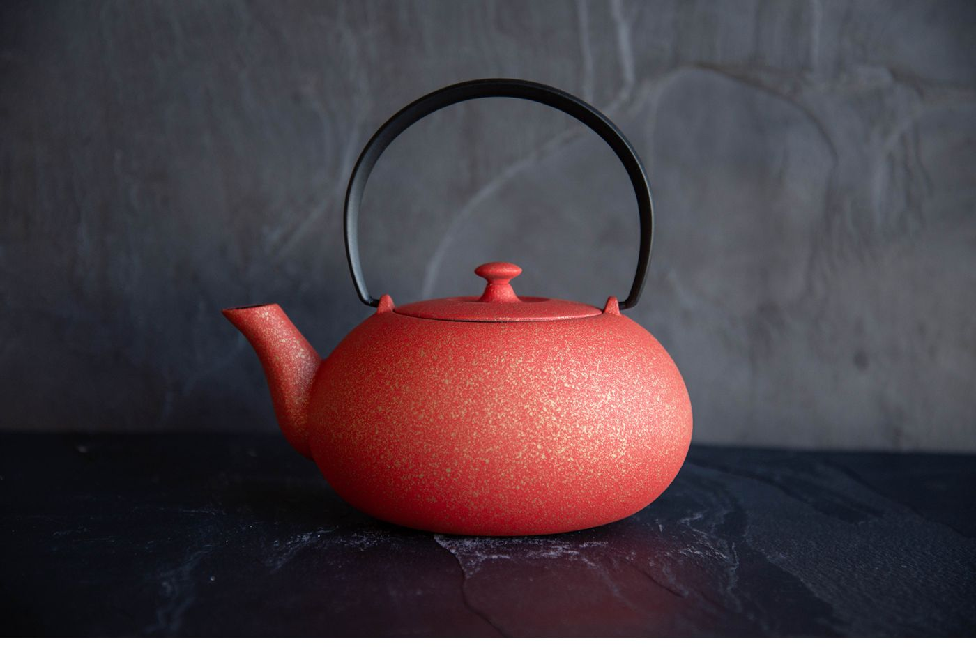 Wazuqu Crimson Red/Gold Japanese Cast Iron Teapot 0.55L